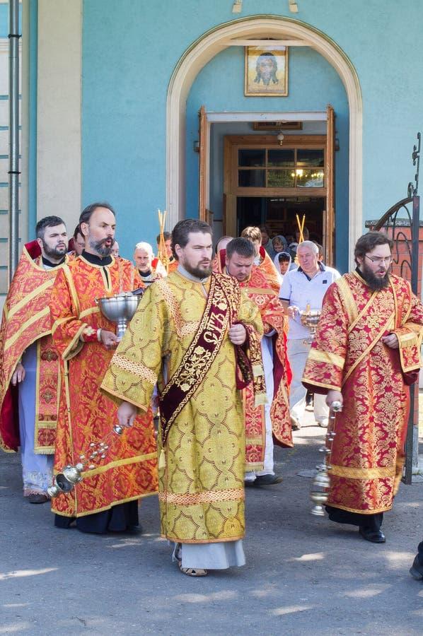 城市居民庆祝了在俄罗斯正教会的神的仪式 免版税图库摄影