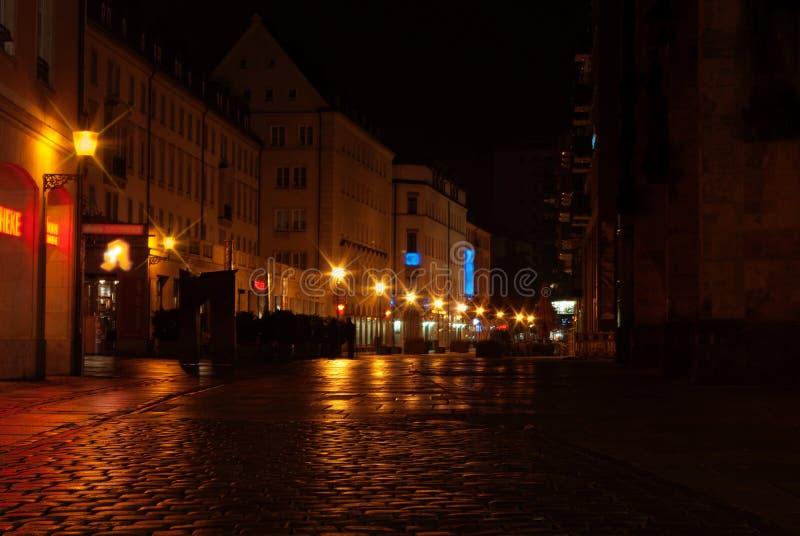 城市拉脱维亚晚上里加城镇 免版税库存图片