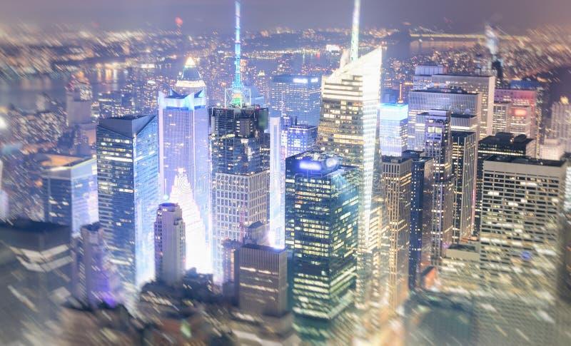城市新的晚上约克 曼哈顿光,美国鸟瞰图  免版税库存照片