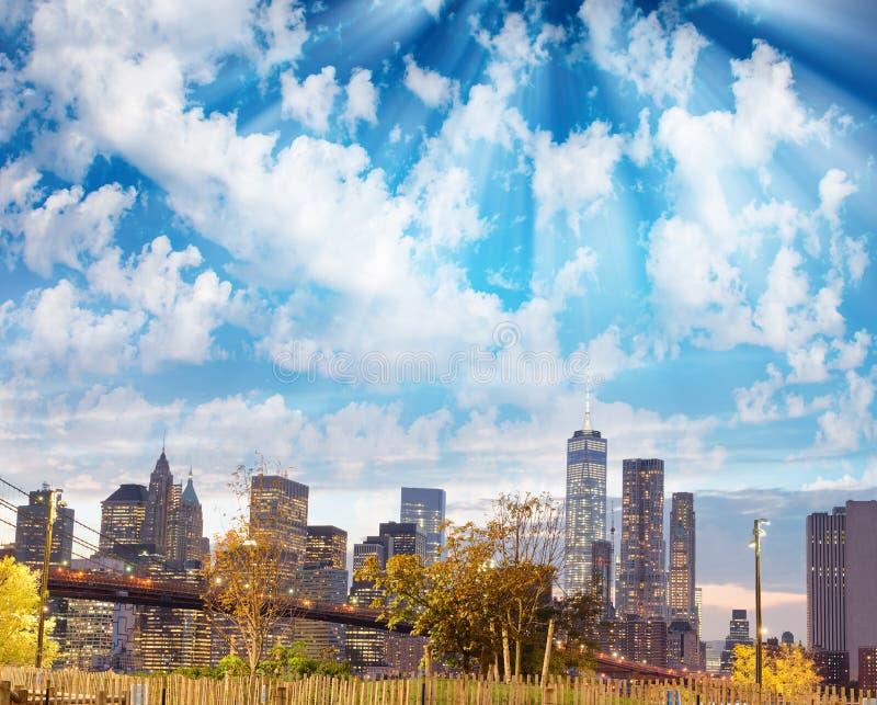 城市新的晚上约克 曼哈顿光,美国鸟瞰图  免版税图库摄影