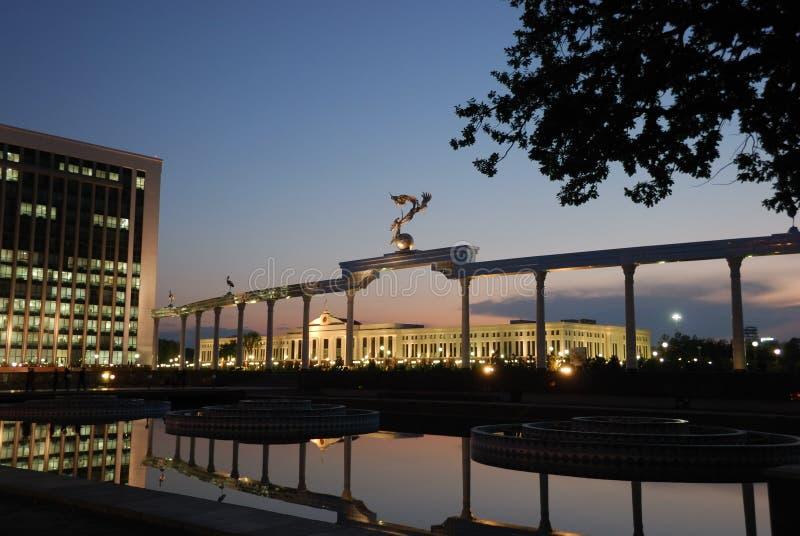 城市晚上正方形塔什干 图库摄影