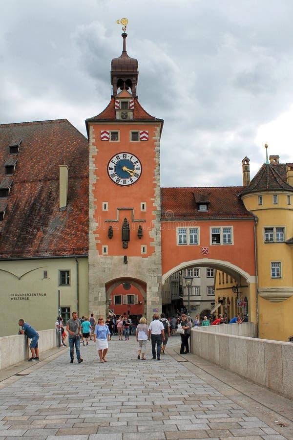城市桥梁在雷根斯堡 巴伐利亚,德国 库存图片