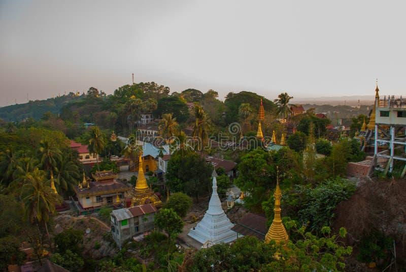 Download 城市毛淡棉的顶视图从塔Kyaik Tan Lan的 缅甸 缅甸 库存图片 - 图片 包括有 小山, 发芽: 72358571