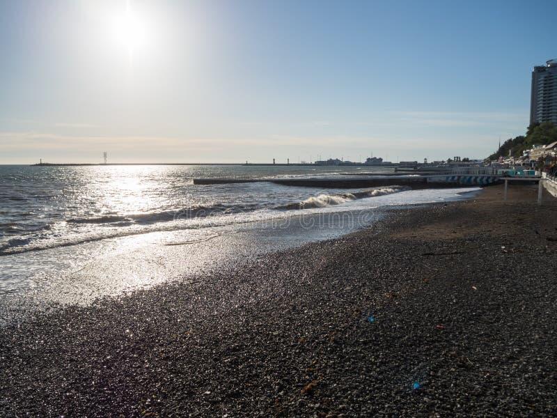 城市海滩没有人民俄罗斯索契的黑海 免版税库存图片