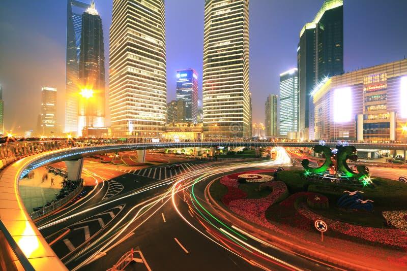 城市环行路上海lujiazui晚上sc长的风险照片  免版税库存图片