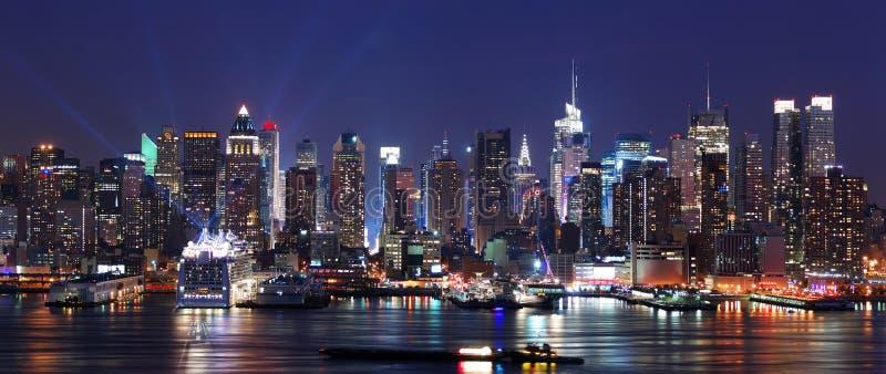 城市现代晚上场面 库存图片