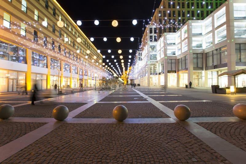 城市的商业中心在晚上 免版税库存图片