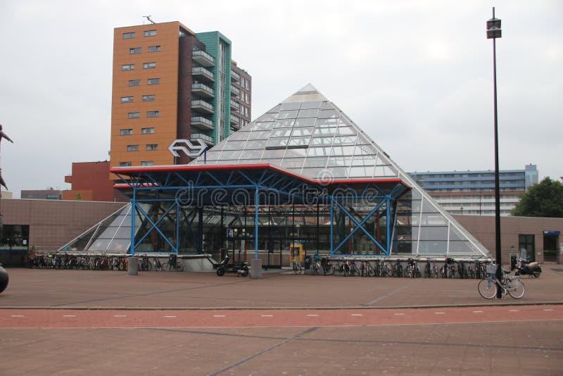城市的地铁站的金字塔形状在赖斯韦克,荷兰 免版税库存照片