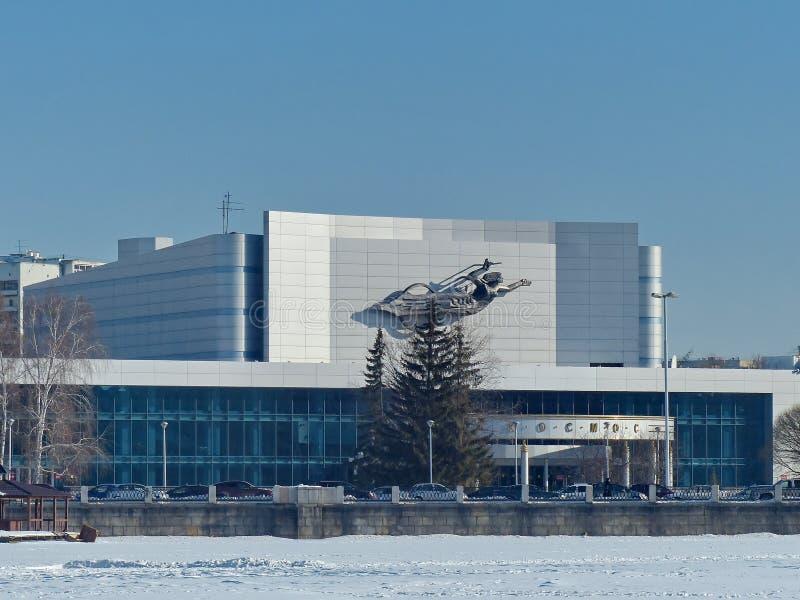 城市的戏院音乐会剧院'Kosmos的主要音乐厅 在1967年修造以2,386个观众容量  免版税库存照片
