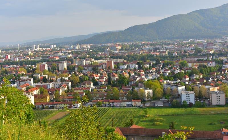 城市的看法从小山的顶端 免版税库存图片