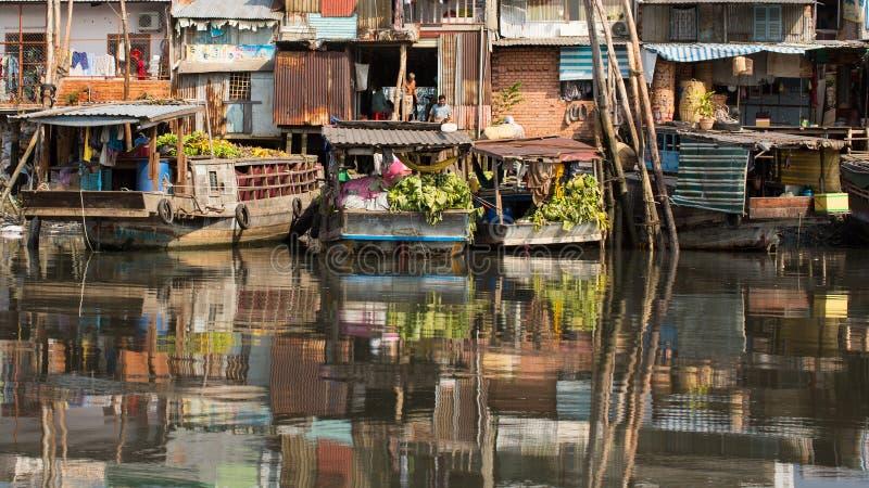 城市的看法从小船的 T 库存图片