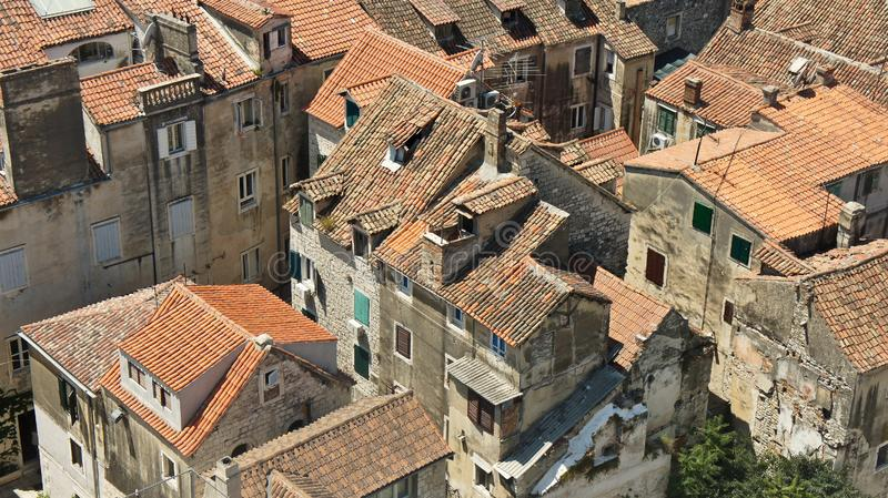 城市的顶视图从钟楼的,房子屋顶在老镇,美好的都市风景,好日子,分裂,克罗地亚 库存照片