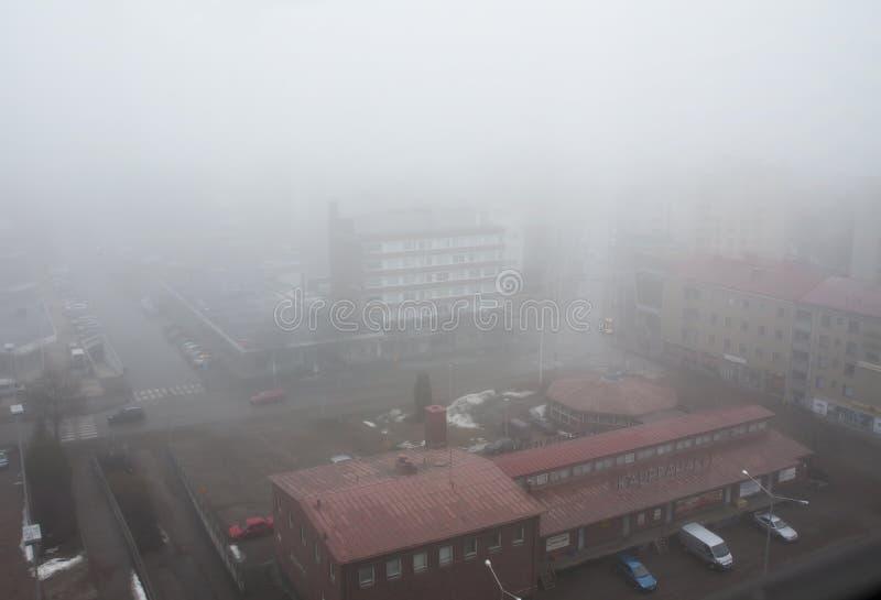 城市科沃拉的顶视图雾的 免版税库存图片