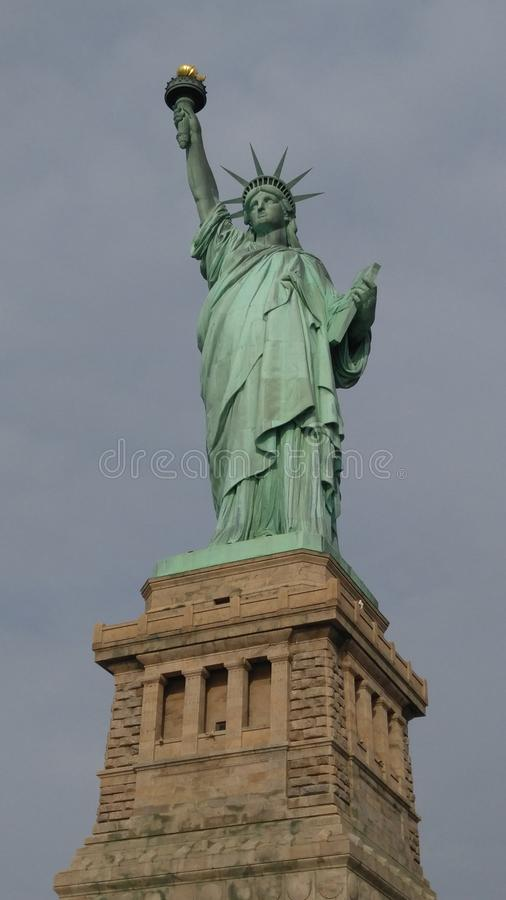 城市纽约 城市自由newyork雕象日落 免版税图库摄影