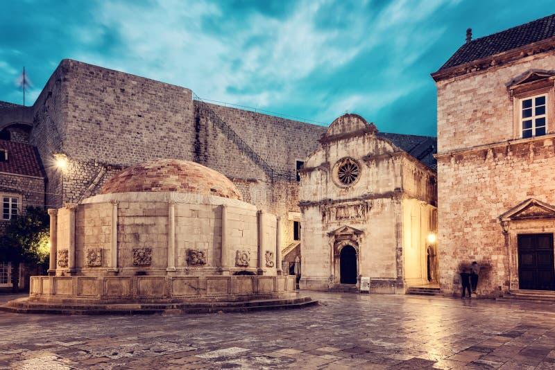 城市老杜布罗夫尼克市 有大Onofrio喷泉的,克罗地亚历史镇中心 免版税库存图片