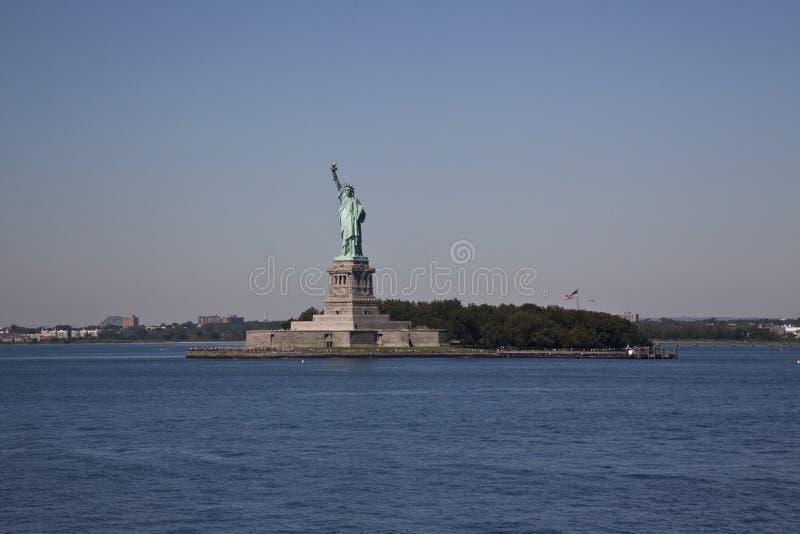 城市自由newyork雕象日落 地标纽约城 免版税库存图片