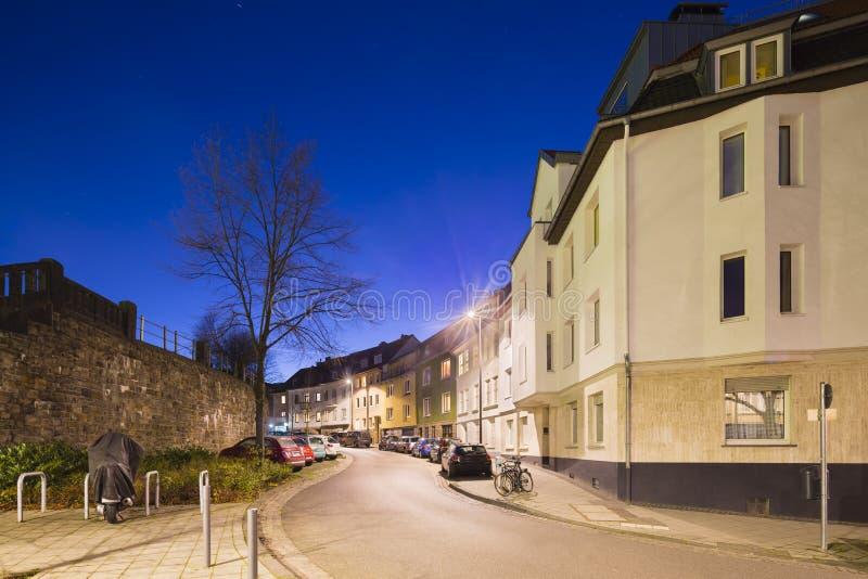 城市街道在亚琛,德国在晚上 库存照片