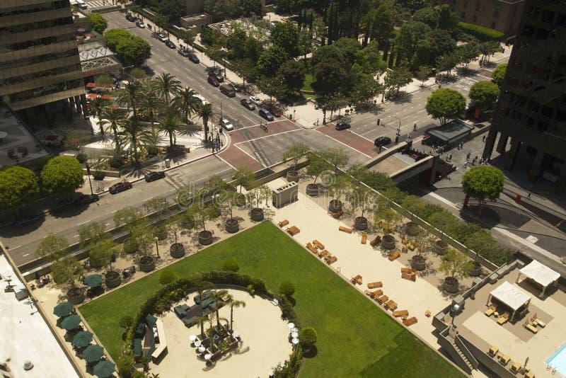 城市街道顶上的看法  免版税库存图片