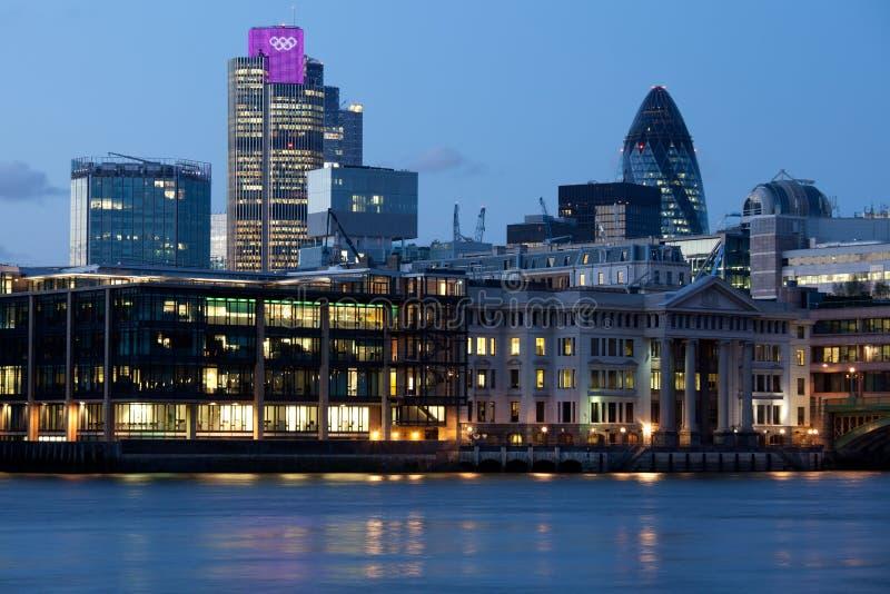 城市被阐明的伦敦奥林匹克环形 库存图片