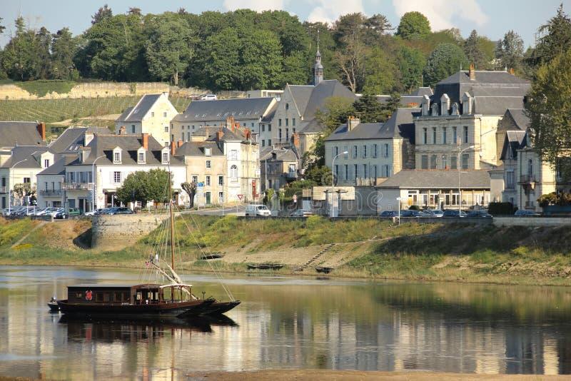 城市视图和河维埃纳 希农 法国 免版税库存图片