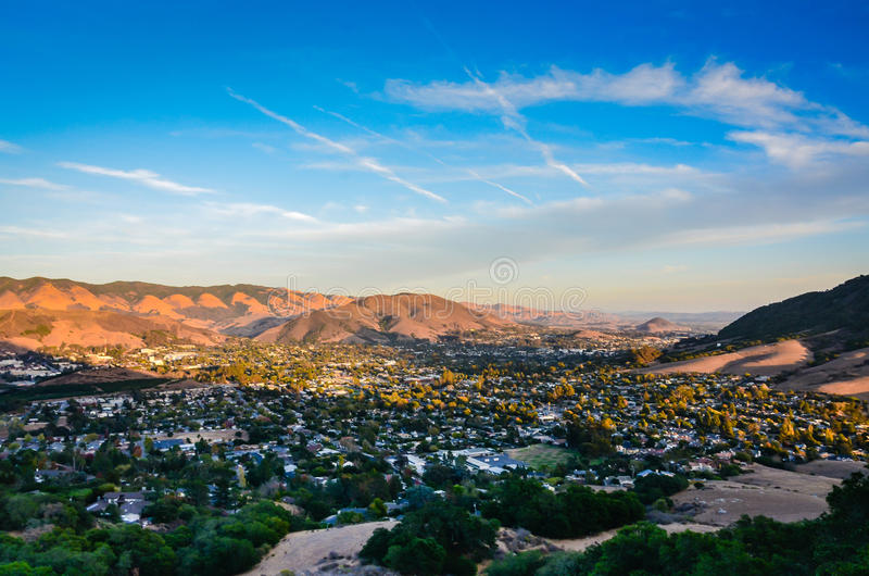 城市视图-主教峰顶-圣路易斯-奥比斯保,加州 免版税库存照片