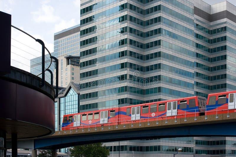Download 城市轻便铁路 库存照片. 图片 包括有 培训, 通勤者, 地铁, 伦敦, 旅游业, 码头, 运输, 港区, 蓝色 - 3654782