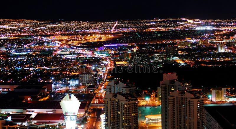 城市都市晚上的全景 免版税库存图片