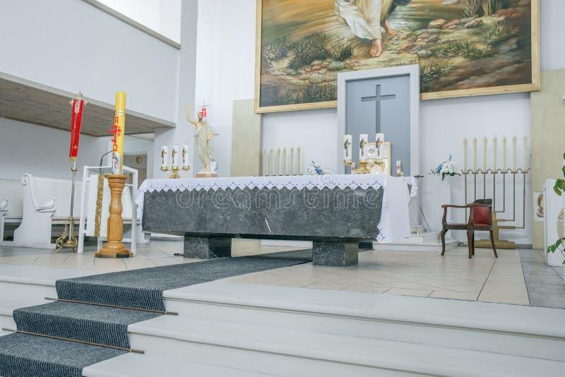 城市里加,拉脱维亚共和国 天主教会内部、绘画和雕塑 r 免版税库存照片