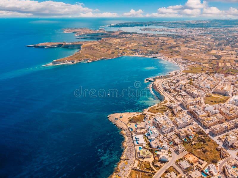 城市马尔萨斯卡拉马耳他夏天港口水地中海蓝色 r 图库摄影