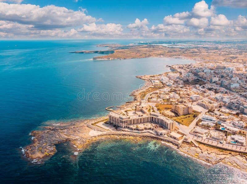 城市马尔萨斯卡拉马耳他夏天港口水地中海蓝色 r 库存照片