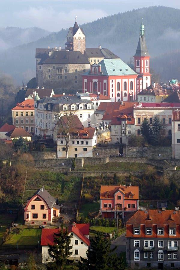 城市Loket nad OhÅ™Ã,捷克 免版税库存照片