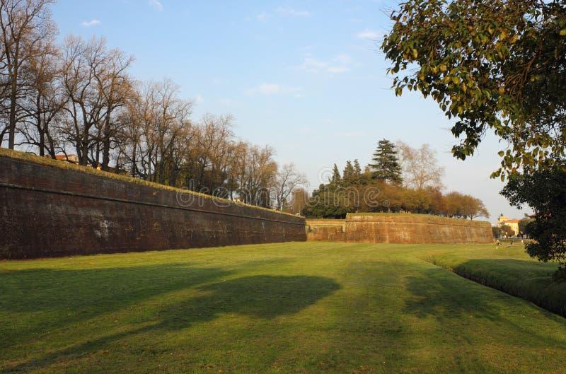城市lucca老墙壁 库存照片
