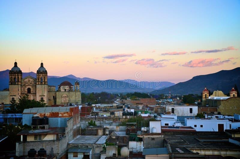 城市oaxaca日落视图 免版税库存照片