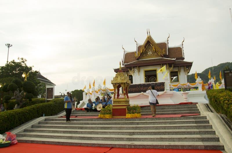 城市Phatthalung柱子寺庙祈祷的人的保护 图库摄影