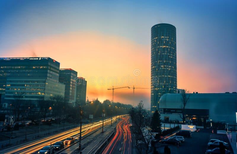 城市vibe在工作天,布加勒斯特,罗马尼亚 免版税库存图片