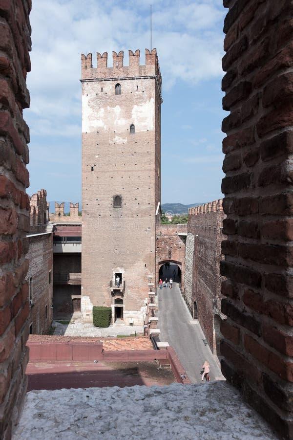 城楼和段落通过Castelvecchio在Veron防御 免版税库存照片