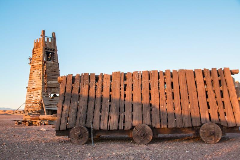 攻城槌和围困在沙漠耸立晚上 免版税库存图片