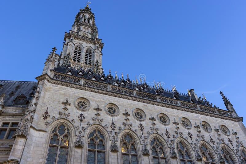Download 城镇厅和它的在花的钟楼在法国 库存图片. 图片 包括有 的treadled, 样式, 正方形, 法国, 早晨 - 72358787
