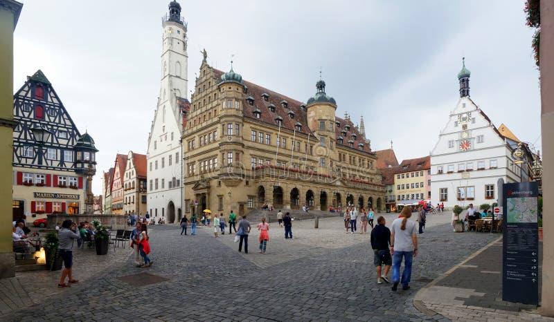 城镇厅和正方形在Rothenburg 库存图片