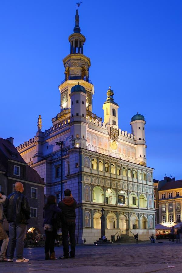城镇厅在晚上。 波兹南。 波兰 图库摄影