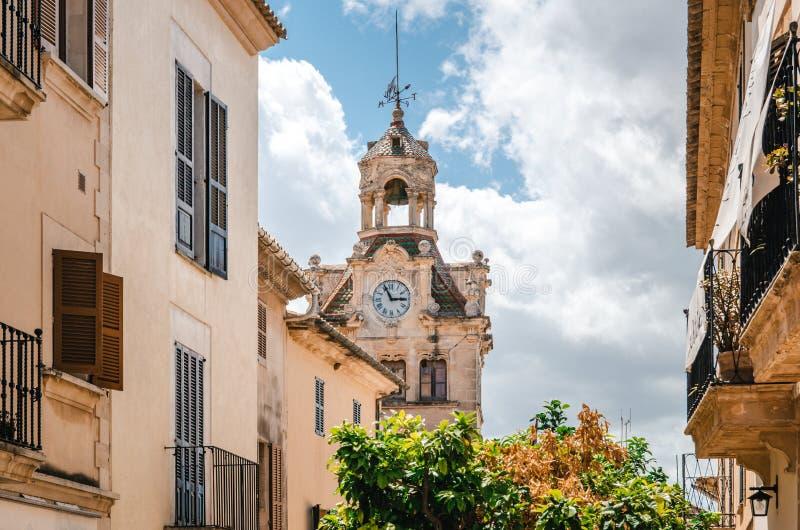 城镇厅在老镇, Alcudia,马略卡,西班牙 免版税库存图片