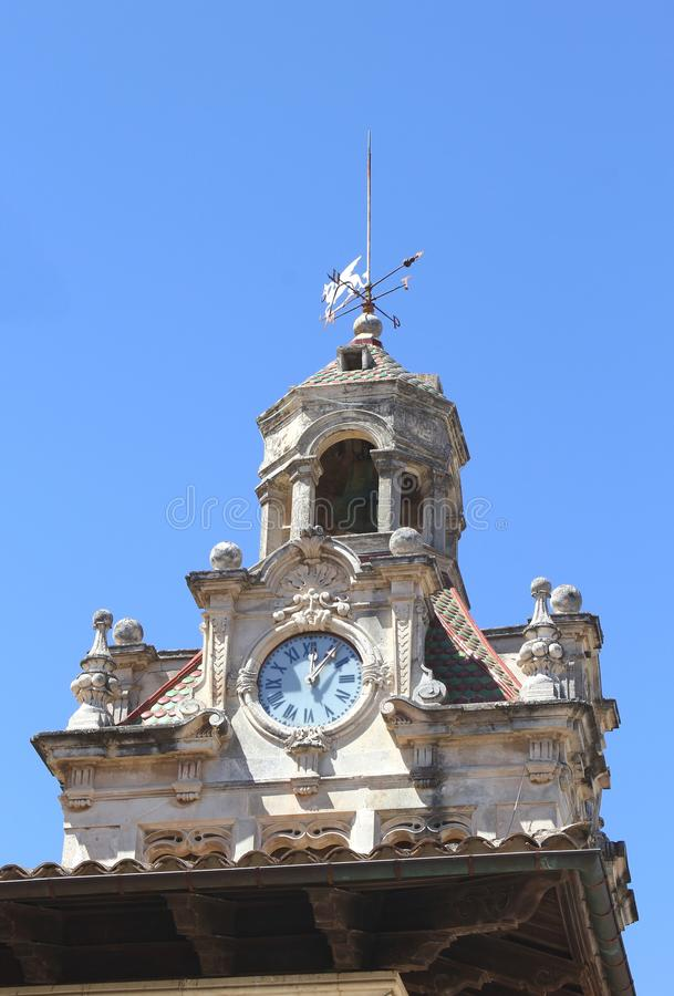 城镇厅的钟楼在Alcudia,马略卡,西班牙 库存图片