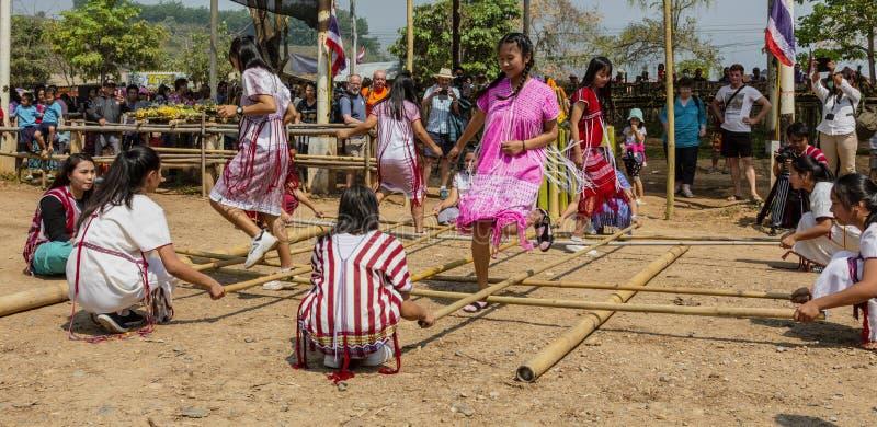 城镇Rae,泰国- 2019-03-13 -由熟练的女孩的沙巴穆拉特竹舞蹈 免版税图库摄影