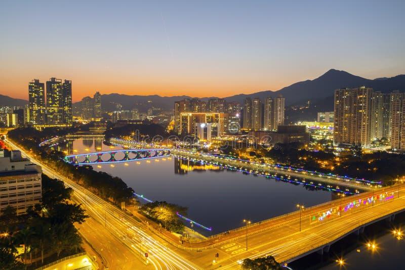 城门河日落视图有圣诞节装饰的在Shatin, 2015年12月31日的香港 库存照片