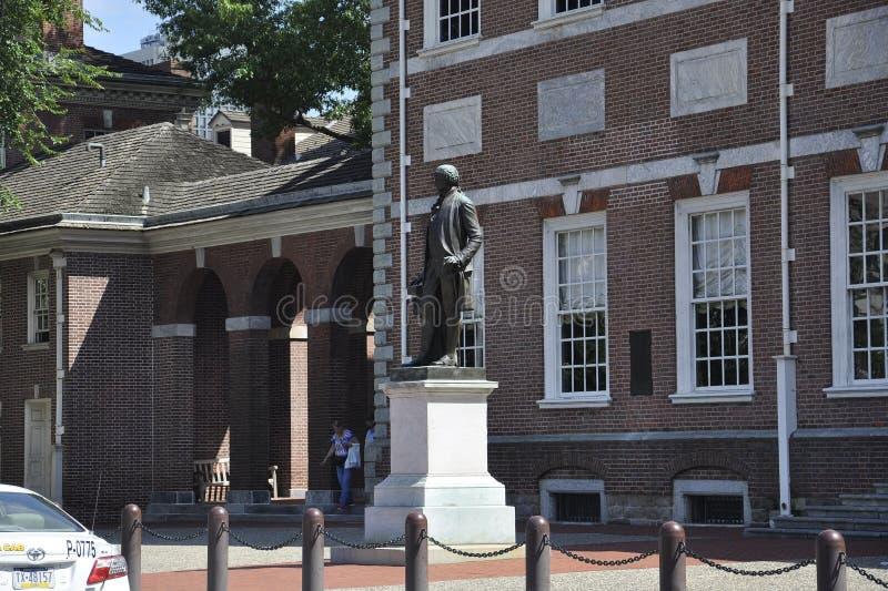 费城, 8月4日:华盛顿美国独立纪念馆雕象前面从费城的在宾夕法尼亚 免版税库存图片