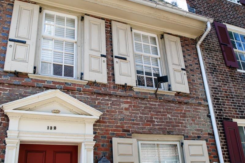 费城, PA - 5月14日:历史的耶路撒冷旧城在费城,宾夕法尼亚 Elfreth ` s胡同,指 库存照片