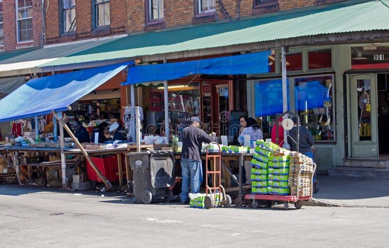 Download 街市 图库摄影片. 图片 包括有 开放, 费城, 文化, 购物, 果子, 边路, 意大利语, 航空, 零售 - 30328332