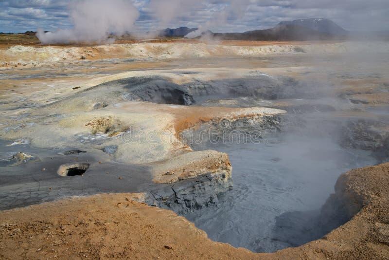 Download 域地热hverir 库存照片. 图片 包括有 火山作用, 硫磺, 冰岛, 空白, 横向, 发烟, 五颜六色 - 15684844