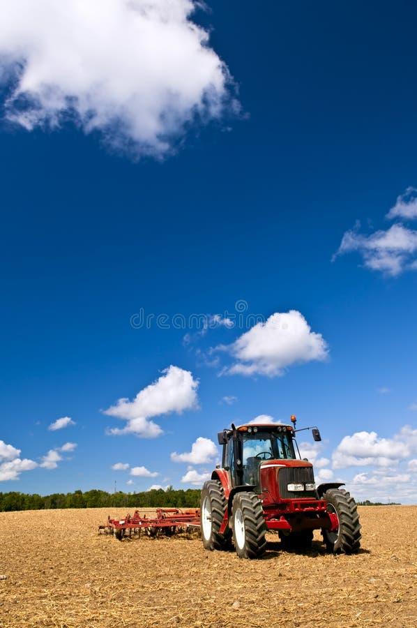 域犁了拖拉机 库存照片