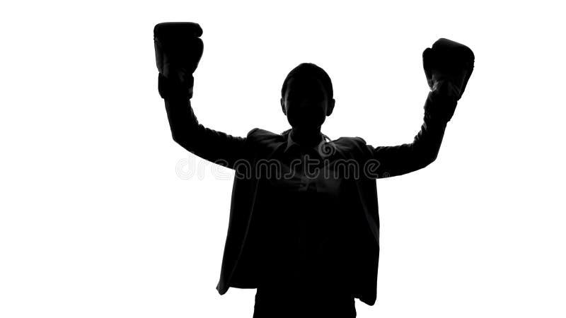培养手、成功和均等的拳击手套的坚强的妇女纠正概念 免版税库存图片
